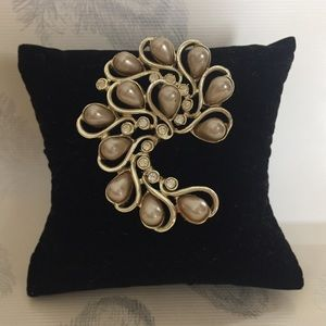 Vintage Sarah Coventry Brooch-gold